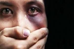 Continua internada gestante que foi esfaqueada e golpeada com socos, pedrada e chutes pelo próprio companheiro